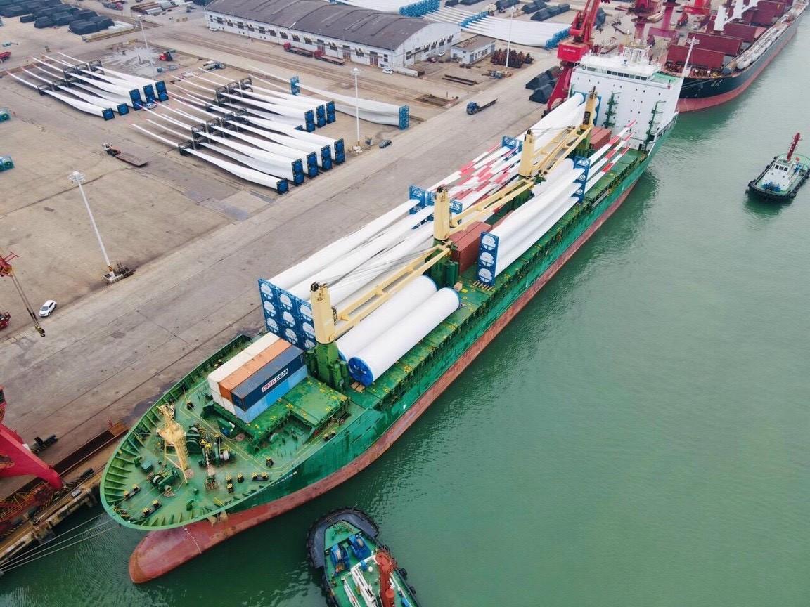 Vận chuyển hàng hóa bằng tàu thủy